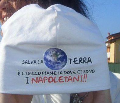 """Ecco la spiegazione al Tweet della Guzzanti: """"la terra è l'unico pianeta popolato da napoletani"""""""