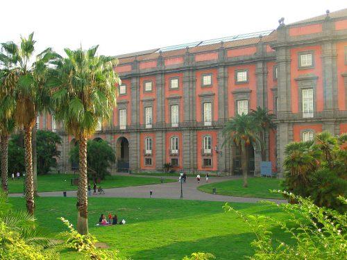 Bellenger sbugiarda Galasso sul turismo a Napoli: vogliono tenerla fuori dai circuiti turistici