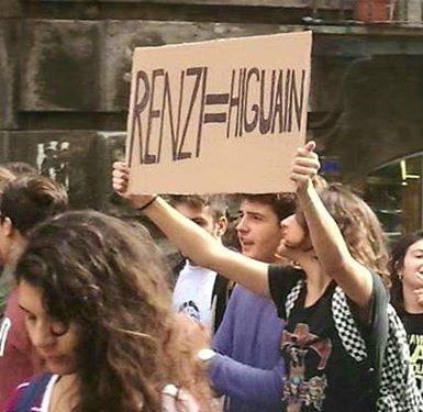 """""""Sono io l'autore del cartello Higuain come Renzi"""""""
