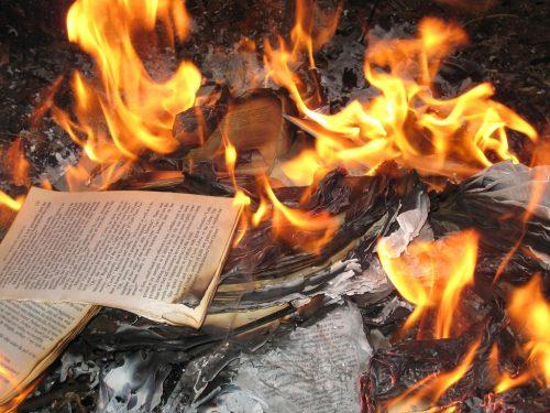 """I libri non si vietano per pregiudizio, si leggono. Così ricordo """"Controcorrente""""…"""