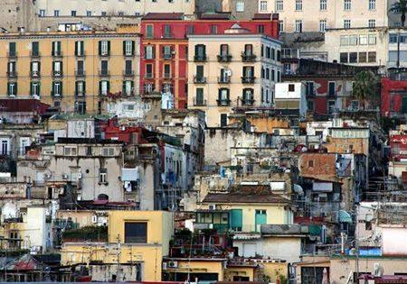 Il sindaco di Cantù rilancia: Napoli è una città sporca, inquinata, criminale, mafiosa, corrotta, degradata, clientelare, parassitaria e incivile.