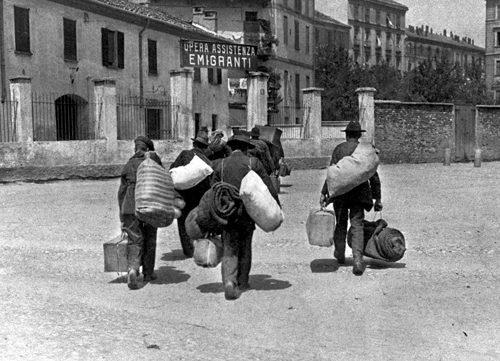 Quando eravamo emigranti e oggetto di razzismo